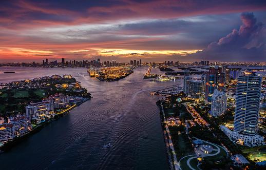 ビーチ「USA, Florida, Miami, Aerial view of city at dusk」:スマホ壁紙(6)