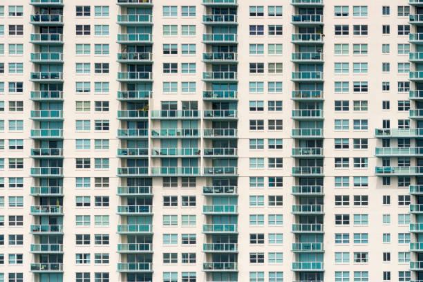 USA, Florida, Miami, Venetian Islands, facade of an apartment tower with balconies:スマホ壁紙(壁紙.com)