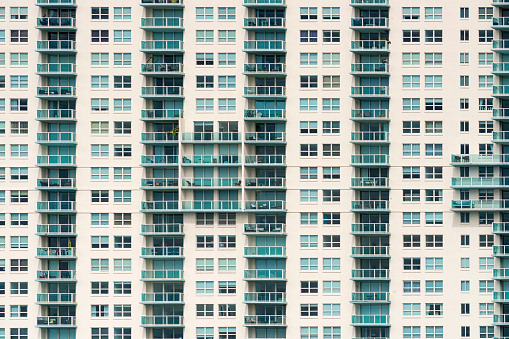 Unrecognizable Person「USA, Florida, Miami, Venetian Islands, facade of an apartment tower with balconies」:スマホ壁紙(4)
