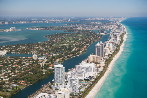 Green - Golf Course「USA, Florida, Miami cityscape as seen from air」:スマホ壁紙(10)