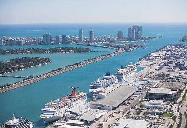 USA, Florida, Miami harbor as seen from air:スマホ壁紙(壁紙.com)