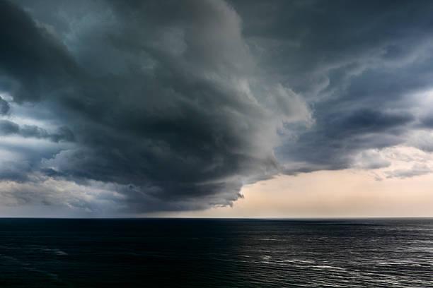 USA, Florida, Miami, Storm clouds over sea:スマホ壁紙(壁紙.com)