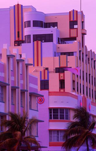 Miami Beach「USA, Florida, Miami beach, art deco buildings, dusk」:スマホ壁紙(0)