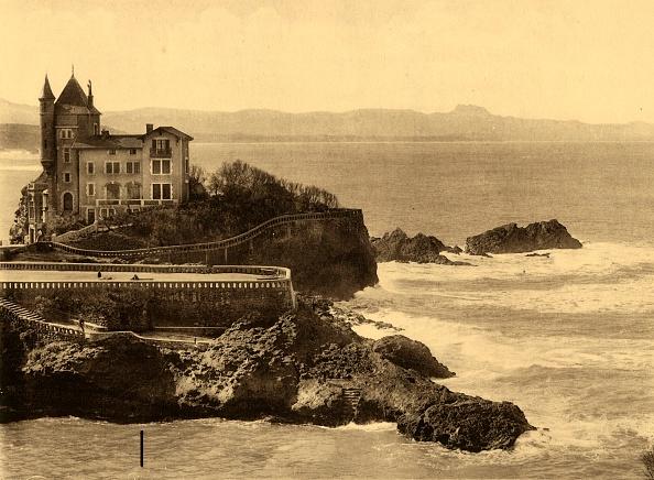 Nouvelle-Aquitaine「Biarritz - La Villa Belza Et La Chaine Des Pyrenees」:写真・画像(18)[壁紙.com]