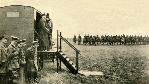 Steps「Queen Mary Of Teck Visits Soldiers At Aldershot In Hampshire」:写真・画像(10)[壁紙.com]