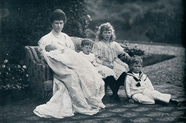 Prince - Royal Person「Queen Mary and four of her children」:写真・画像(18)[壁紙.com]