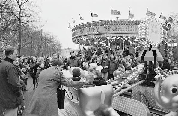 Amusement Park Ride「Mall Funfair」:写真・画像(9)[壁紙.com]
