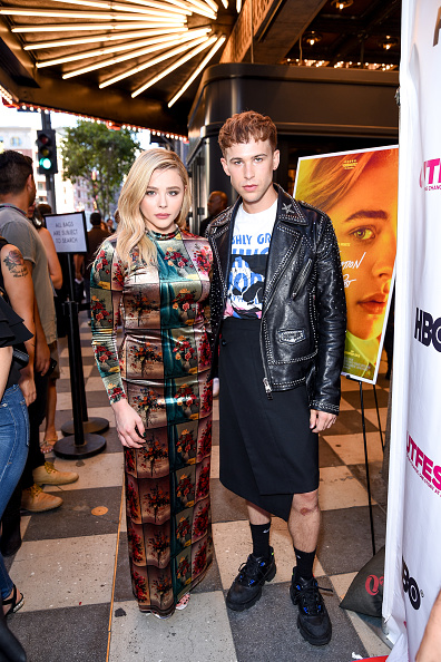 """Graphic Print「2018 Outfest Los Angeles LGBT Film Festival Closing Night Gala Of """"The Miseducation Of Cameron Post"""" - Red Carpet」:写真・画像(16)[壁紙.com]"""