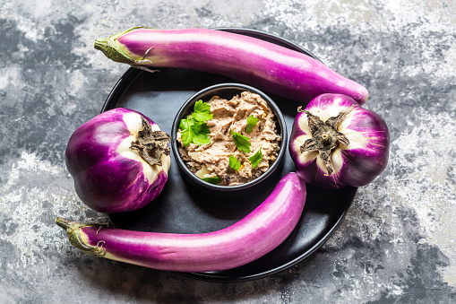 Walnut「Bowl of homemade aubergine cream with walnuts, parmesan and parsley served」:スマホ壁紙(10)