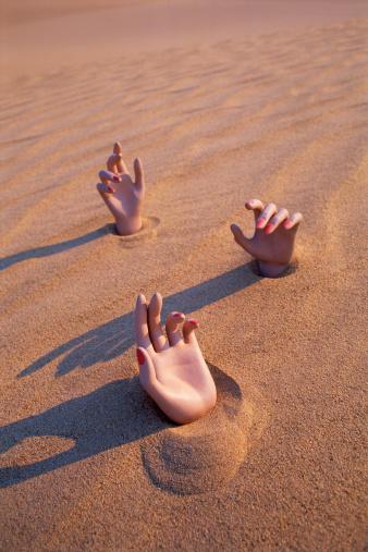 Human Body Part「Three hands in the desert」:スマホ壁紙(16)