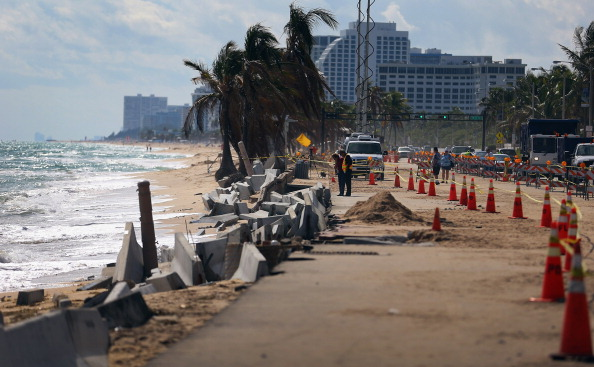 Fort Lauderdale「Beach Erosion In South Florida Adds To Concerns About Global Warming」:写真・画像(0)[壁紙.com]