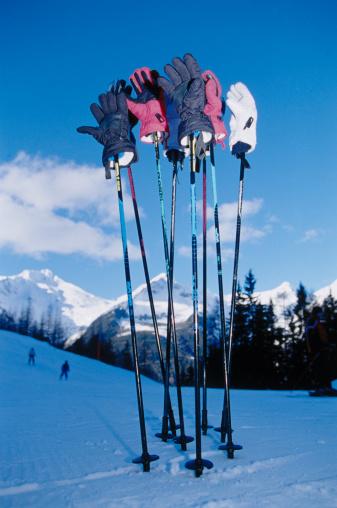 スキーストック「Gloves on Ski Poles」:スマホ壁紙(13)