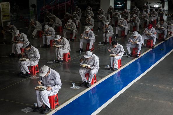 Hubei Province「Wuhan Gradually Goes Back To Work During Lockdown」:写真・画像(10)[壁紙.com]