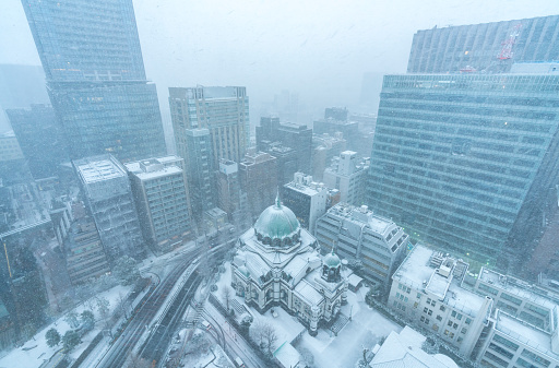 吹雪「Winter snowstorm in Ochanomizu Chiyoda-ku Tokyo Japan – January. 22 2018. Snow wraps up the Nickolai Cathedral (Nikolai-do) and the neighboring buildings.」:スマホ壁紙(1)