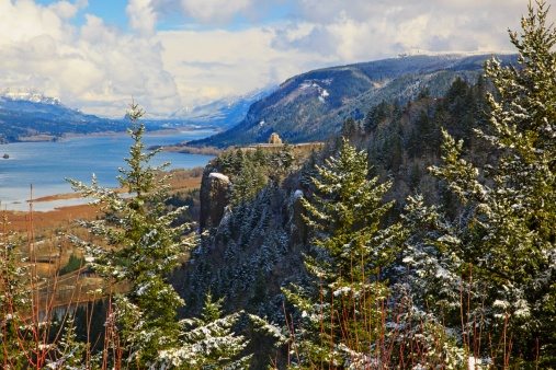 Crown Point「winter snow adds beauty to crown point and vista house from portland women's fourm state park, columbia river gorge national scenic area」:スマホ壁紙(7)