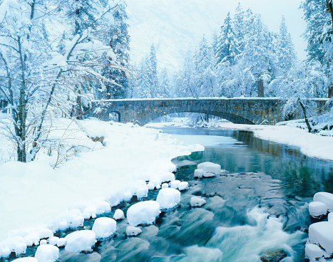 Frost「Winter snow with Merced River, Yosemite NP,CA」:スマホ壁紙(16)