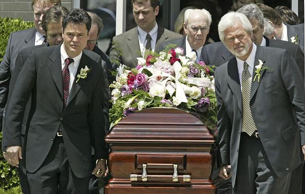 兄弟「Olive Osmond Funeral」:写真・画像(2)[壁紙.com]