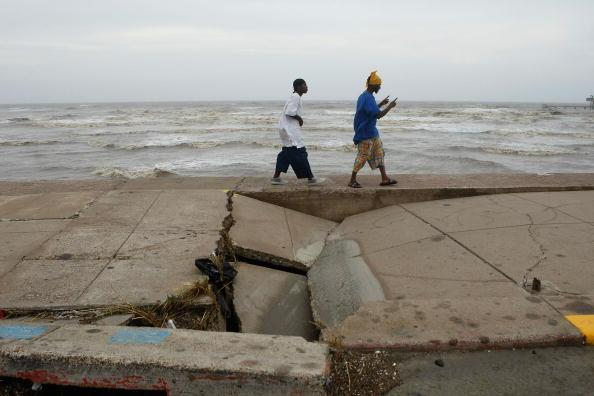 Hurricane Ike「Hurricane Ike Makes Landfall On Texas Coast」:写真・画像(11)[壁紙.com]