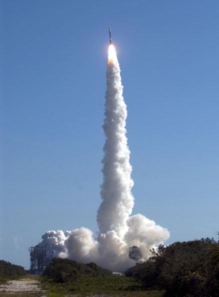 Matt Stroshane「NASA Launches Boeing Delta 2 Rocket Carrying Deep Impact Spacecraft」:写真・画像(3)[壁紙.com]