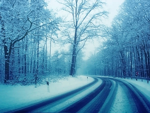 bad country road condition at snowy winter:スマホ壁紙(壁紙.com)
