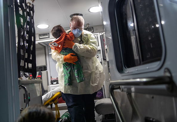 Emergency Services Occupation「Tri-State EMS Workers Confront Growing Number Of Coronavirus Cases」:写真・画像(13)[壁紙.com]