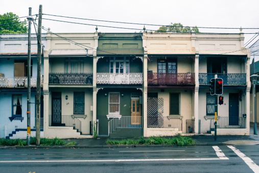 雨「Australia, New South Wales, Sydney, row of old residential houses」:スマホ壁紙(16)