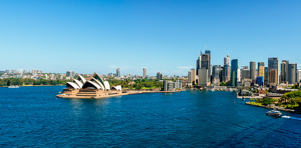 Sydney Harbor「Australia, New South Wales, Sydney, Sydney landscape with The Opera and the financial district」:スマホ壁紙(6)