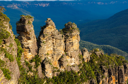Steep「Australia, New South Wales, Blue Mountains, Storm clouds above Three Sisters」:スマホ壁紙(18)