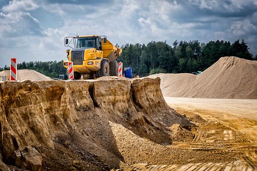 West Pomeranian Voivodeship「Yellow truck transports sand from a sand mine」:スマホ壁紙(6)