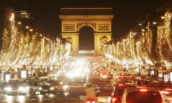 Avenue「Adriana Karembeu Turns On Avenue Des Champs-Elysees Christmas Lights」:写真・画像(12)[壁紙.com]