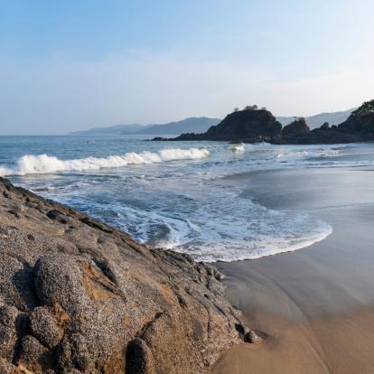 Sayulita「Waves Coming Into Shore Onto The Wet Sand」:スマホ壁紙(12)