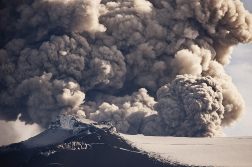 Erupting「Ash Plume from Eyjafjallajokull Eruption」:スマホ壁紙(1)