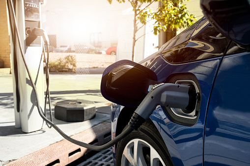 Cable「Electric car recharging in charging station」:スマホ壁紙(13)
