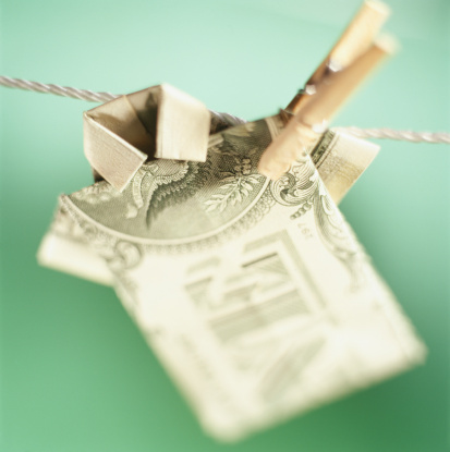 Paper Craft「Origami dollar shirt on clothesline, close-up」:スマホ壁紙(6)
