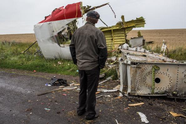 Passenger「Air Malaysia Passenger Jet Crashes In Eastern Ukraine Killing All On Board」:写真・画像(13)[壁紙.com]
