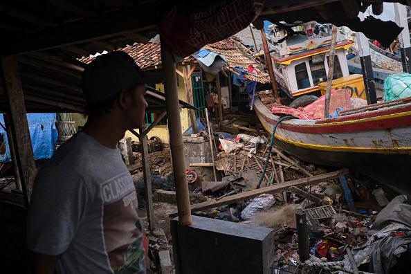 Natural Disaster「Volcano-Triggered Tsunami Hits Indonesia's Sunda Strait」:写真・画像(16)[壁紙.com]