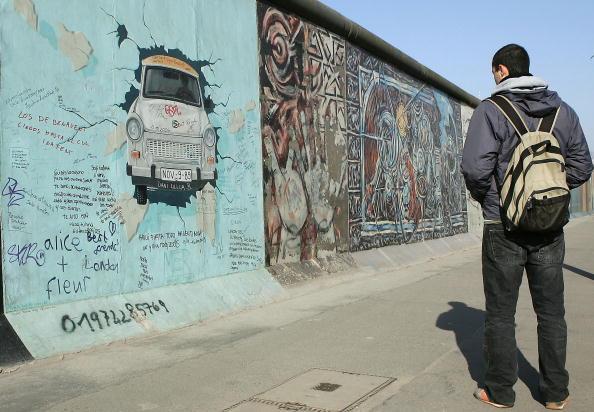 East「Many Germans Want Berlin Wall Back」:写真・画像(7)[壁紙.com]