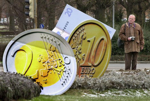 European Union「Europe Prepares for the Euro Currency」:写真・画像(5)[壁紙.com]