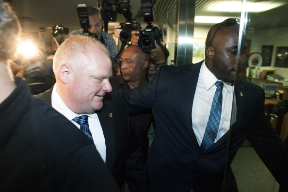 Small Office「Toronto Mayor Rob Ford Returns To Work After Rehab」:写真・画像(2)[壁紙.com]
