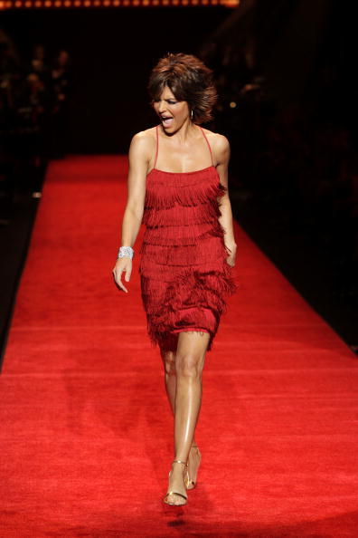 Mark Mainz「The Heart Truth's Red Dress Collection - Runway - Fall 08 MBFW」:写真・画像(13)[壁紙.com]