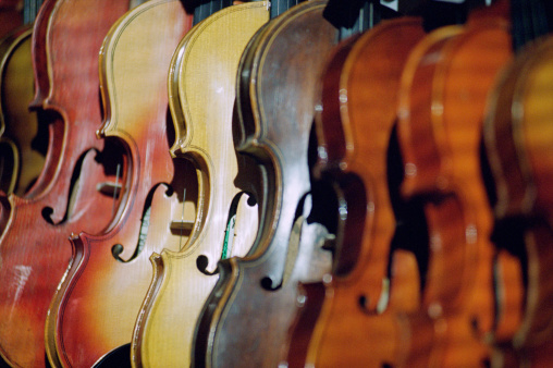 Violin「Row of violins」:スマホ壁紙(14)