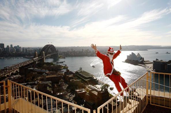 Bestof2009「Santa Abseil Launches The Sydney Santa Fun Run」:写真・画像(9)[壁紙.com]
