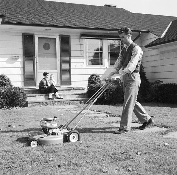 Men「Mowing The Lawn」:写真・画像(5)[壁紙.com]