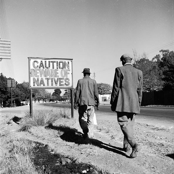 South Africa「Racist Road Sign」:写真・画像(13)[壁紙.com]