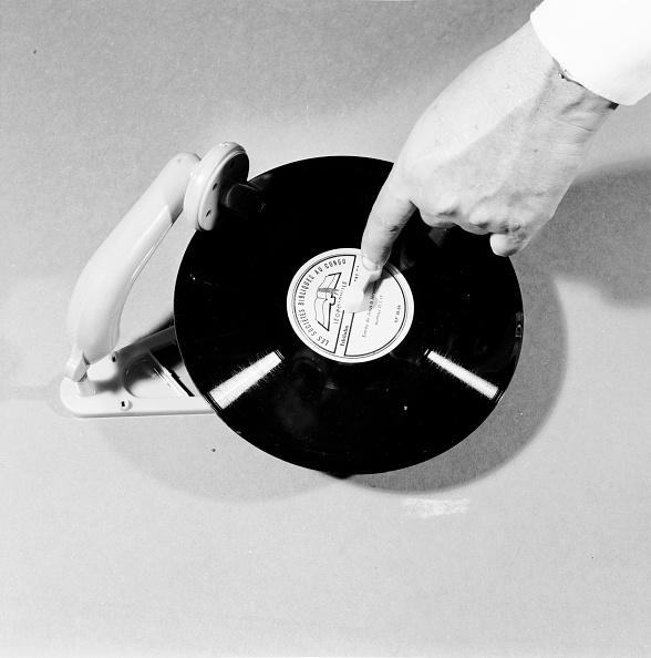 Deck「Portable Phonograph」:写真・画像(2)[壁紙.com]