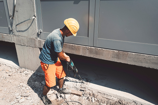 Mechanic「Strong construction worker paving the concrete」:スマホ壁紙(6)