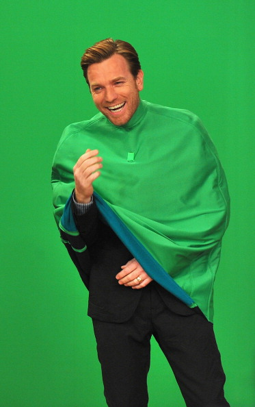 "膝から上の構図「Ewan McGregor Visits ""Late Night With Jimmy Fallon""」:写真・画像(17)[壁紙.com]"