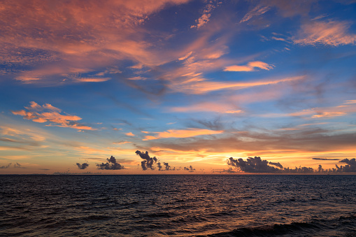 夕焼け 海「サーファーのライフ スタイル」:スマホ壁紙(9)