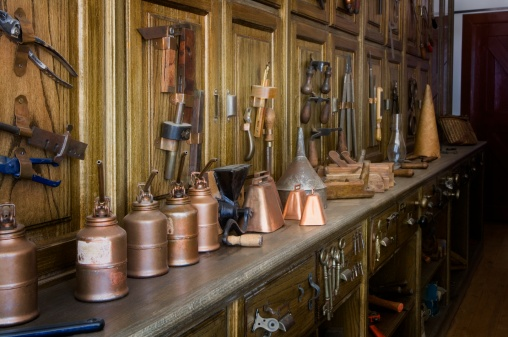 1900「Antique tools in an historic hardware store」:スマホ壁紙(6)