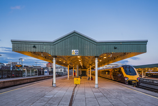 Railroad Station「Cardiff City Centre, Cardiff Central Train Station」:スマホ壁紙(12)